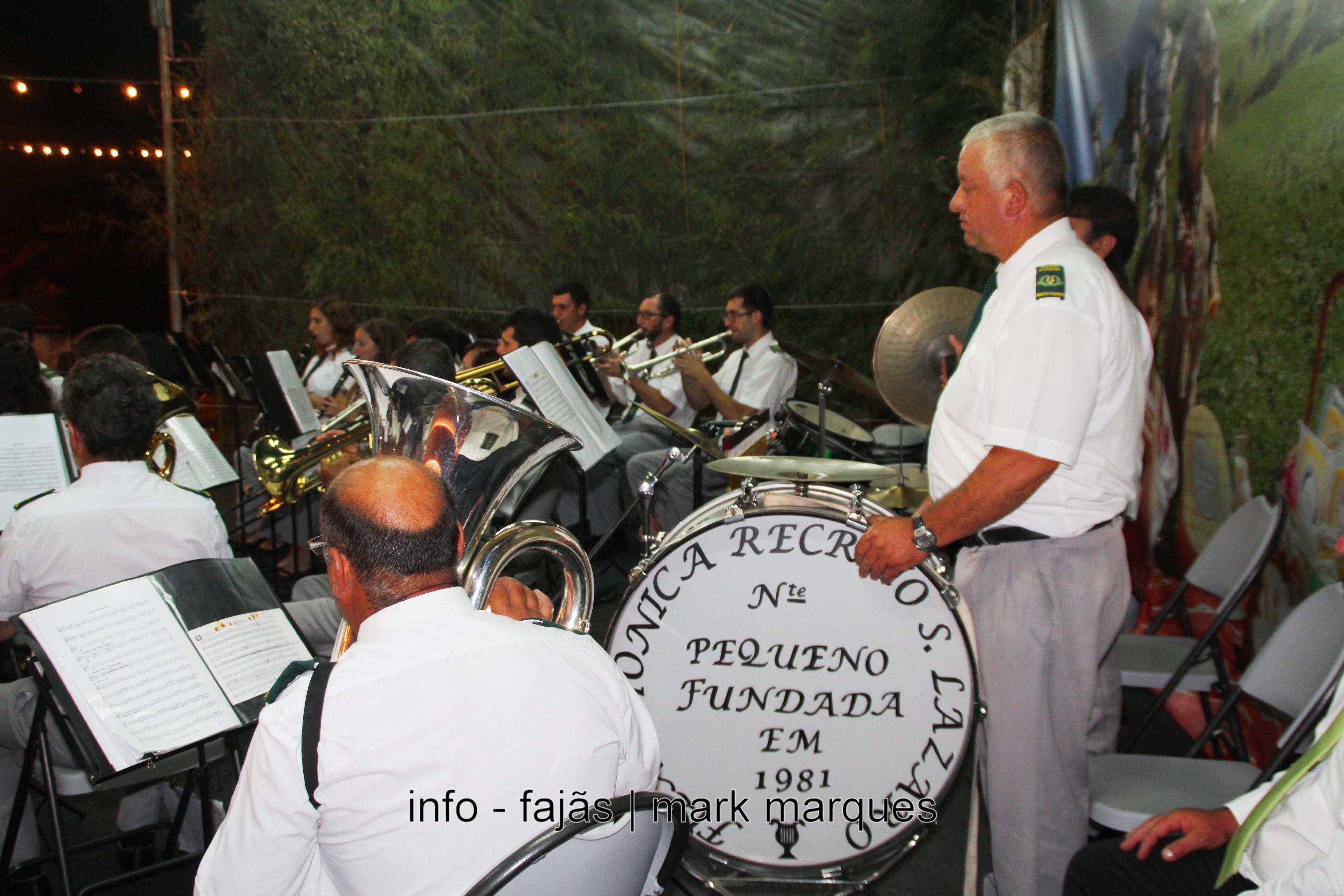 Banda Filarmónica Recreio de São Lázaro (Norte Pequeno) dá concerto no Festival de Julho de 2016 (c/ vídeo)