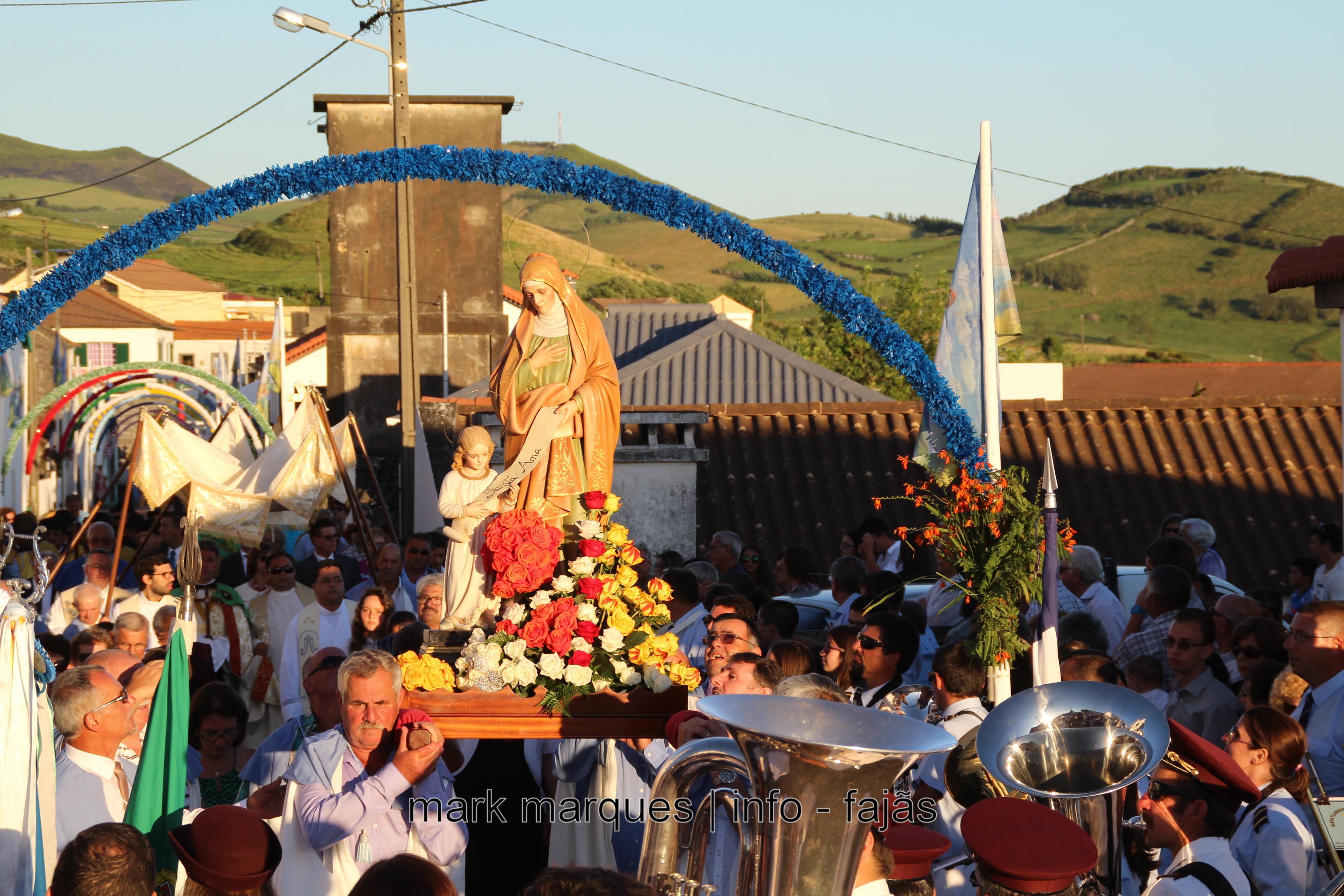 PROCISSÃO EM HONRA DE SANT`ANA – BEIRA (VELAS) Ilha de S. Jorge. (reportagem fotográfica)