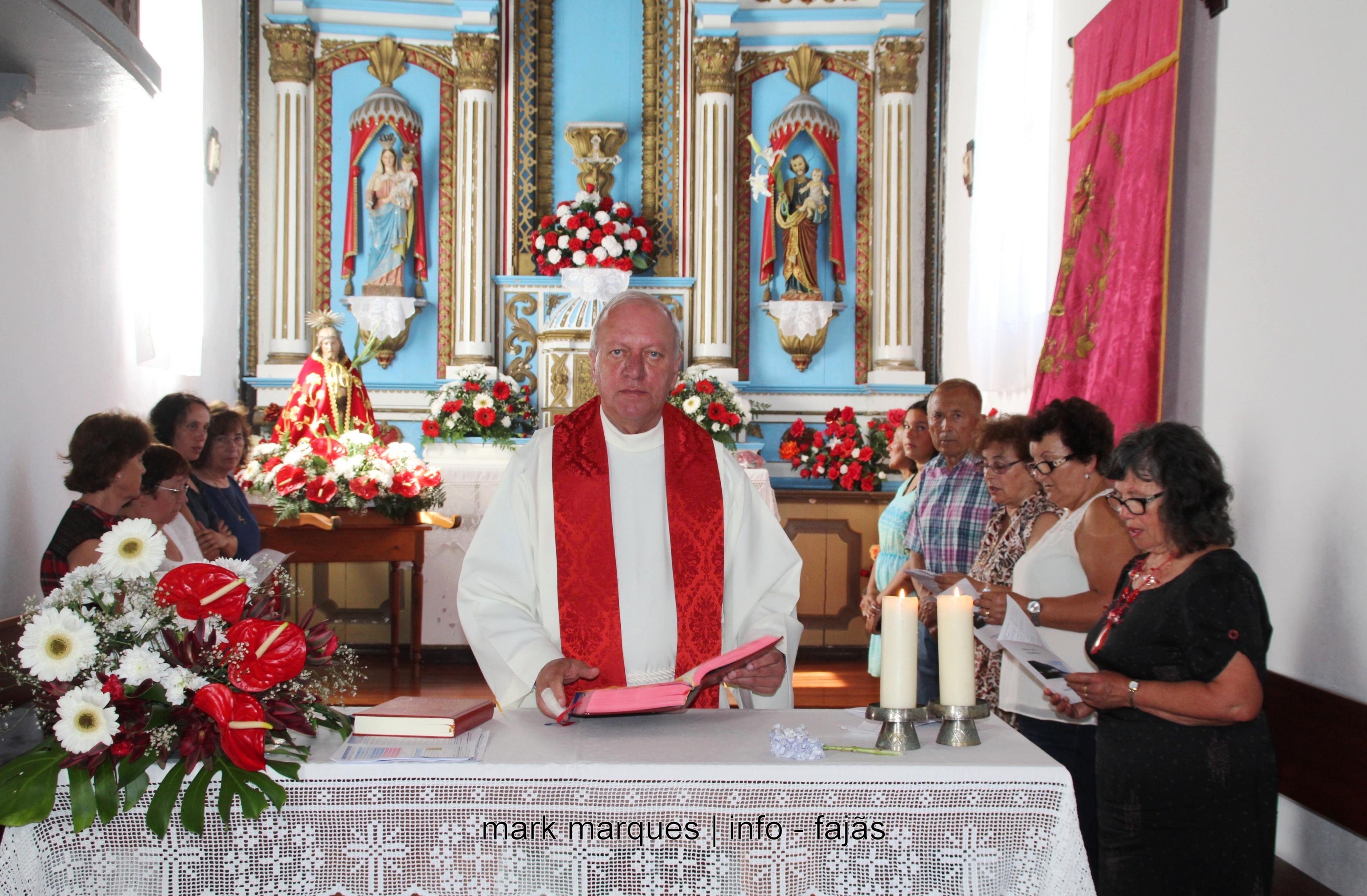 PADRE MANUEL ANTÓNIO SANTOS, HÁ 25 ANOS QUE CELEBRA MISSA SOLENE NA FAJÃ DA CALDEIRA DO SENHOR SANTO CRISTO (c/ vídeo)