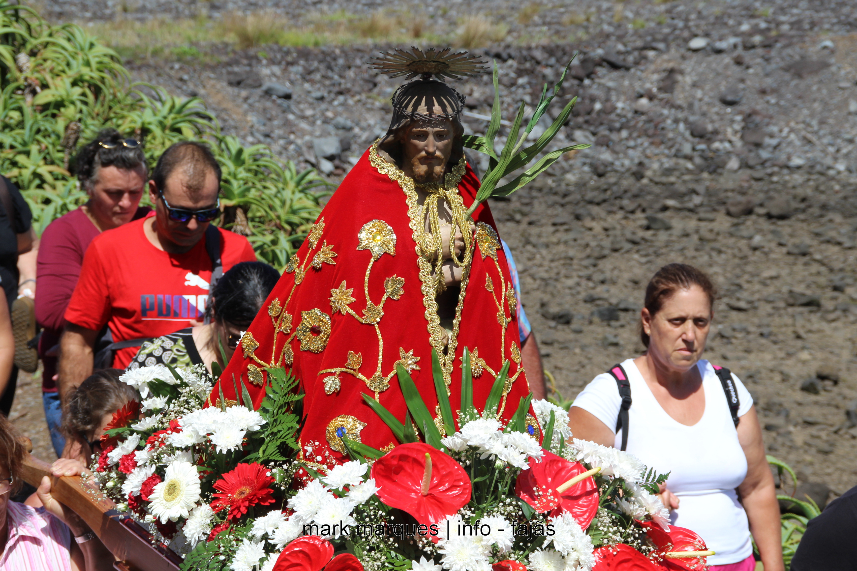 PROCISSÃO NA FAJÃ DA CALDEIRA DE SANTO CRISTO – ILHA DE SÃO JORGE (Açores) (c/ vídeo)