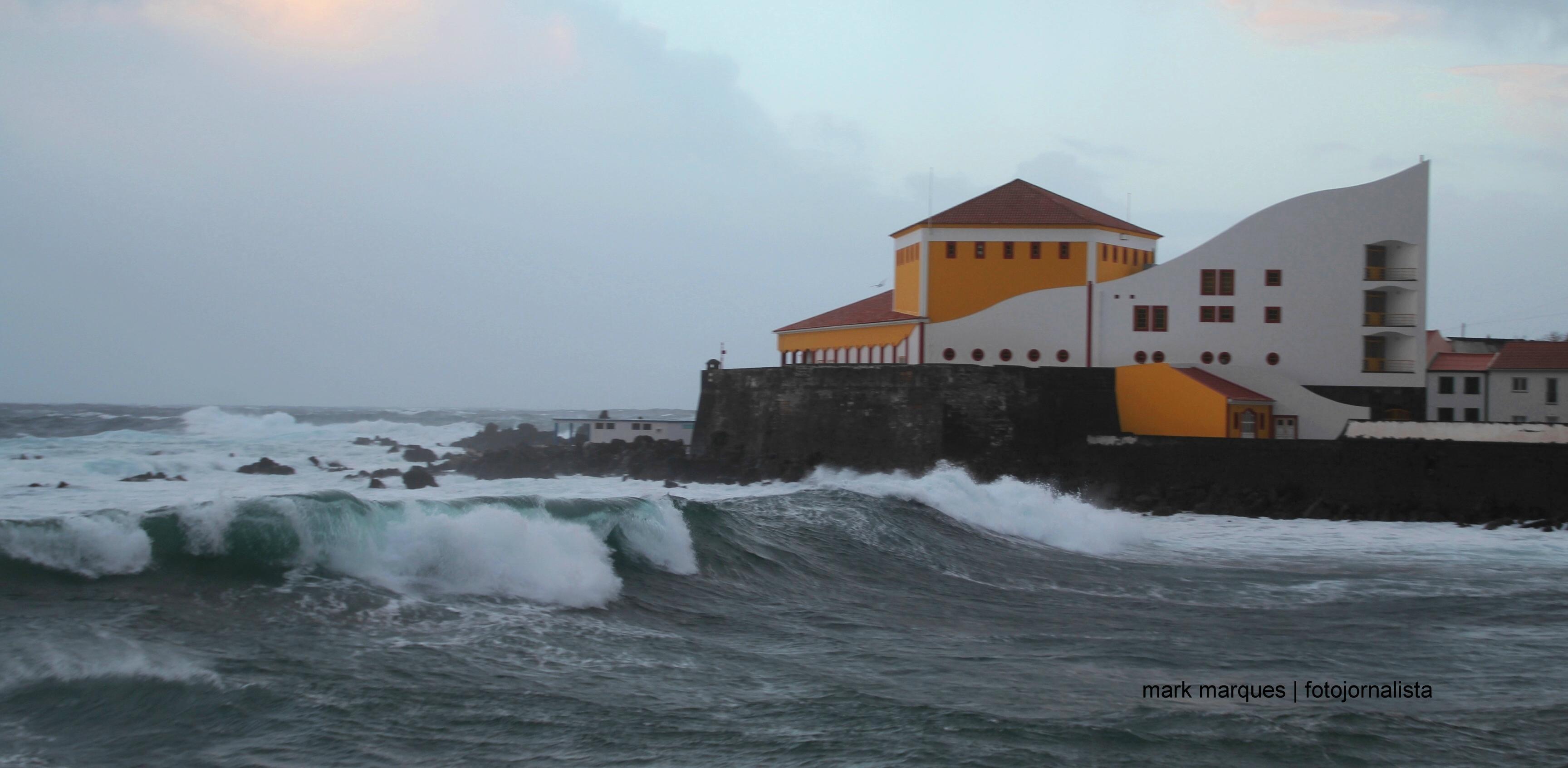 Proteção Civil alerta para previsão de agitação marítima nos grupos Central e Oriental