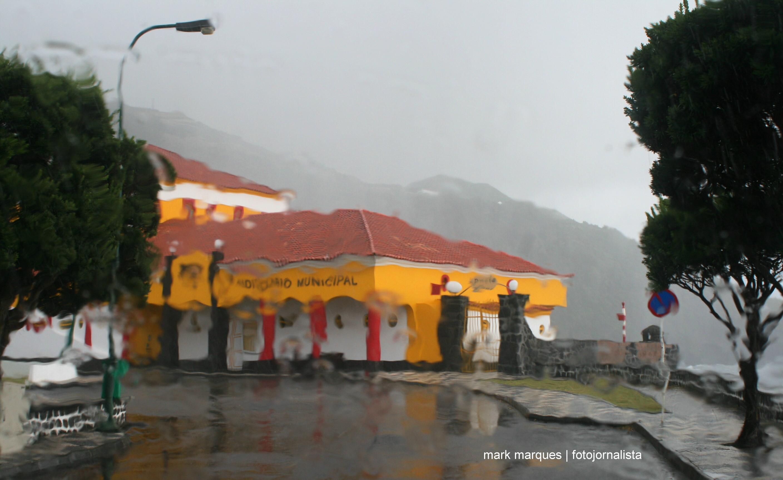 Previsão de aguaceiros fortes em sete ilhas dos Açores, alerta Proteção Civil