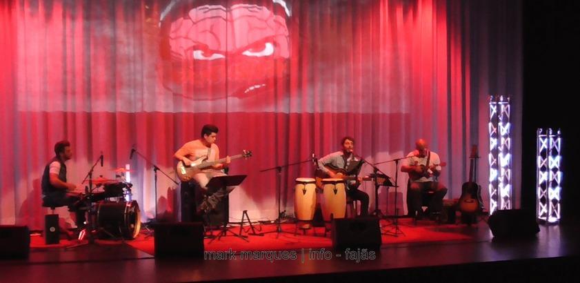 BANDA BRAINSTORM DÁ CONCERTO ACÚSTICO NO AUDITÓRIO MUNICIPAL DAS VELAS – ILHA DE SÃO JORGE (c/ vídeo)