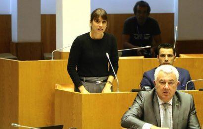Deputada Catarina Cabeceiras do CDS-PP insiste: Navio estacionado em São Jorge melhoraria ligações entre as ilhas do Grupo Central