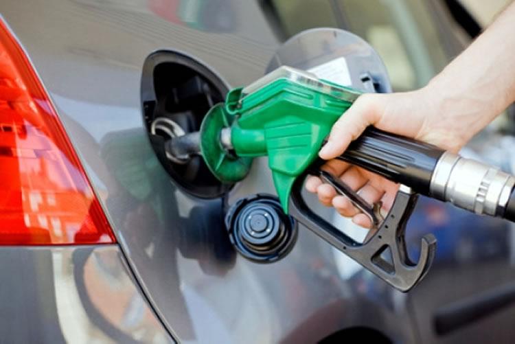 Preço dos combustíveis desce um cêntimo nos Açores