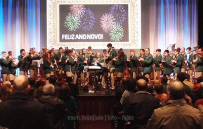 """""""PELA LEI E PELA GREI"""" – Interpretada pela Banda Filarmónica """"Nova Aliança"""" em Concerto de Ano Novo."""