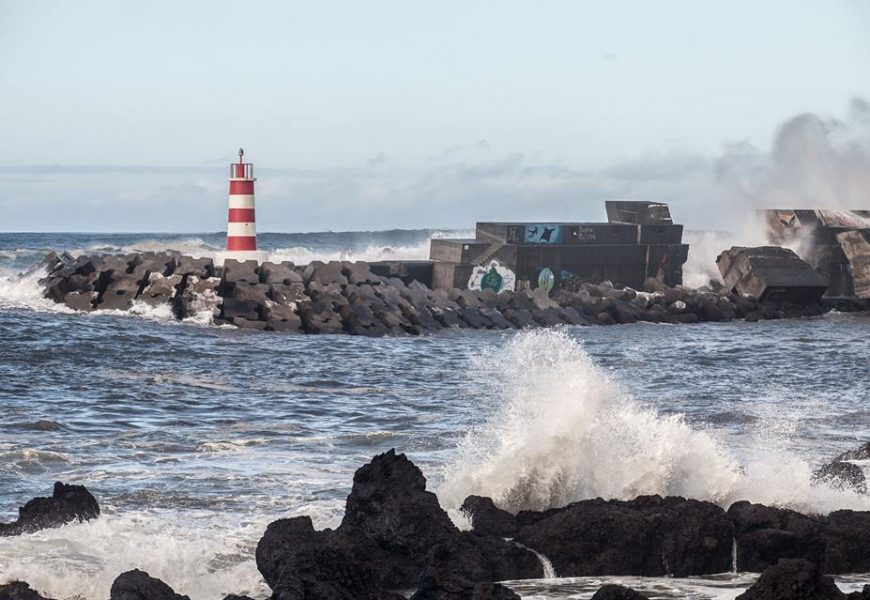 Forte agitação marítima encerra estradas nas Ilhas do Pico, Faial e Terceira
