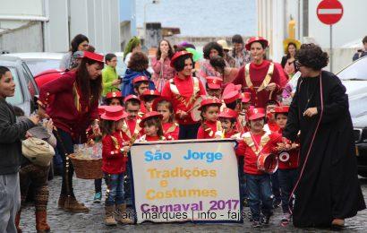 DESFILE DE CARNAVAL / SANTA CASA DA MISERICÓRDIA DA VILA DAS VELAS – ILHA DE SÃO JORGE (c/ reportagem fotográfica)