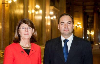 Berta Cabral e António Ventura querem simplificar reembolsos nos transportes aéreos.