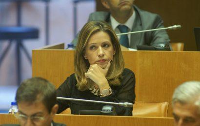 """Governo regional """"não resolve"""" situação de professores contratados, afirma a Deputada Maria João Carreiro"""