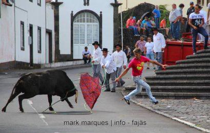 TOURADAS À CORDA – FESTA BRAVA COMEÇA DIA 1 DE MAIO – (Urzelina e Norte Pequeno) – Ilha de São Jorge.