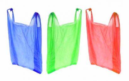 A partir de hoje os sacos de plástico são pagos em todo comércio (quatro cêntimos)