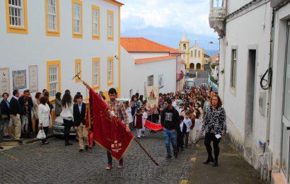 CATEQUESE DAS VELAS PROMOVE COROAÇÃO DO DIVINO ESPÍRITO SANTO – Velas – Ilha de São Jorge. (c/ reportagem fotográfica)