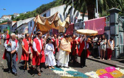 PROCISSÃO DO CORPO DE DEUS – VELAS – Ilha de São Jorge (c/ vídeo)