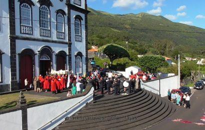 BANDA FILARMÓNICA UNIÃO URZELINENSE SAÚDA O SANTÍSSIMO – Urzelina – Ilha de São Jorge. (c/ vídeo)