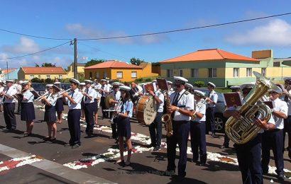 BANDA FILARMÓNICA RECREIO DOS LAVRADORES – FESTA DE SÃO TOMÉ – Ilha de São Jorge (c/ vídeo)