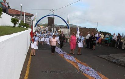 BANDA FILARMÓNICA DE SANTO AMARO DESFILA NAS FESTAS DE SANTA ANA – BEIRA – Ilha de São Jorge (c/ vídeo)
