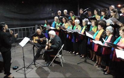 """CORO E ORQUESTRA DA ILHA DE SÃO JORGE """"JOSÉ DAMIÃO DE ALMEIDA"""" ATUA NAS FESTAS DE ROSAIS – Ilha de São Jorge (c/ vídeo)"""