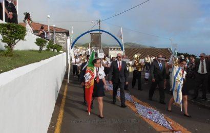 BANDA FILARMÓNICA UNIÃO ROSALENSE DESFILA NAS FESTAS DE SANTA ANA – BEIRA – Ilha de São Jorge (c/ vídeo)