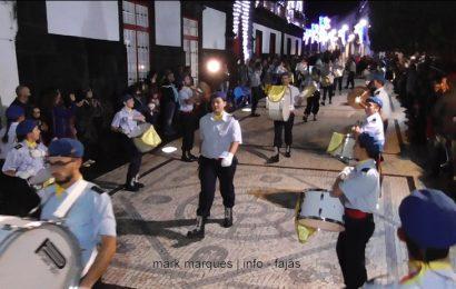 """CHARANGA DA ASSOCIAÇÃO HUMANITÁRIA DOS BOMBEIROS VOLUNTÁRIOS DAS VELAS ABRE O DESFILE NO """"DIA DAS MONTRAS"""" (c/ vídeo)"""
