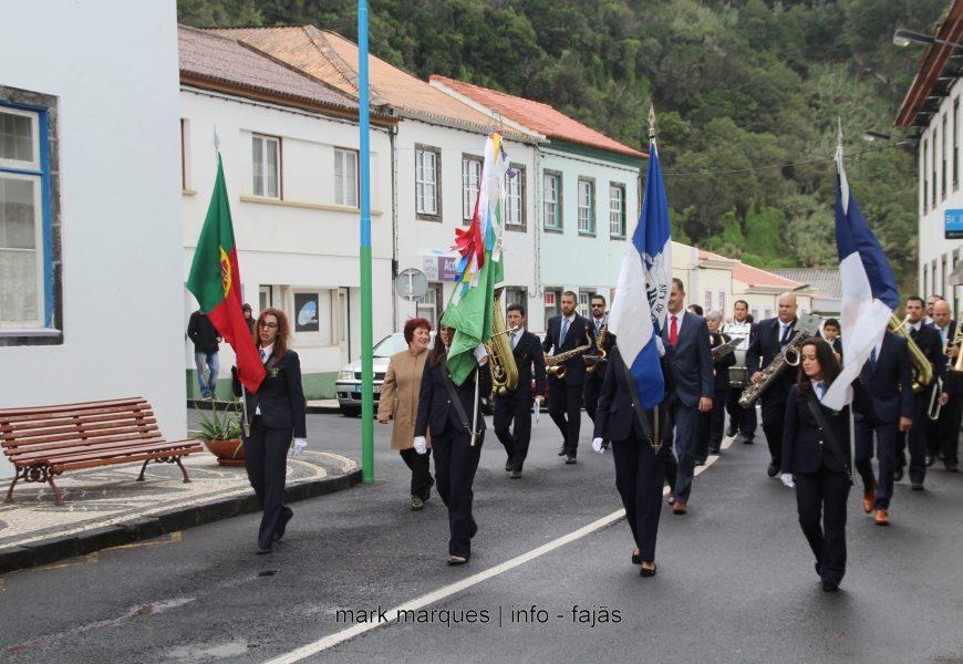 BANDA FILARMÓNICA DA SOCIEDADE ESTÍMULO DESFILA NAS FESTAS DE SANTA CATARINA – VILA DA CALHETA – Ilha de São Jorge (c/ vídeo)
