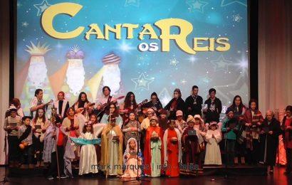 """Grupo de Reis da """"CATEQUESE DAS VELAS"""" atua no Auditório Municipal das Velas (c/ vídeo)"""