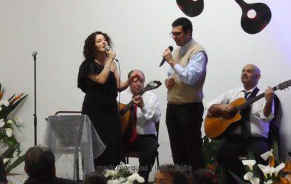 """SURPRESA DA NOITE – Padre Rúben Pacheco e Lina Monteiro cantam """"Para os Braços da Minha Mãe"""" – Boa Hora / Santo Amaro – Ilha de São Jorge  (c/ vídeo)"""