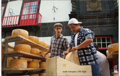DESFILE DE GRUPOS E CARROS ALEGÓRICOS – Vila das Velas – Ilha de São Jorge (c/ reportagem fotográfica)