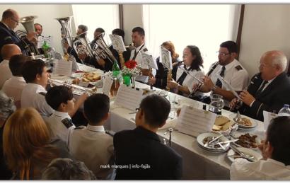 RECREIO TOPENSE SAÚDA CONVIDADOS NO FIM DO ALMOÇO DO DIVINO ESPÍRITO SANTO – Vila do Topo – Ilha de São Jorge (c/ vídeo)