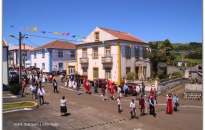 CORTEJO DE COROAÇÃO DO DIVINO ESPÍRITO SANTO (5º JANTAR) – Santo Antão – Ilha de São Jorge (c/ vídeo)