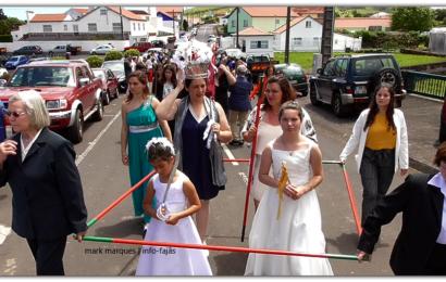 CORTEJO DE COROAÇÃO – SANTÍSSIMA TRINDADE – NORTE PEQUENO – Ilha de São Jorge (c/ vídeo)