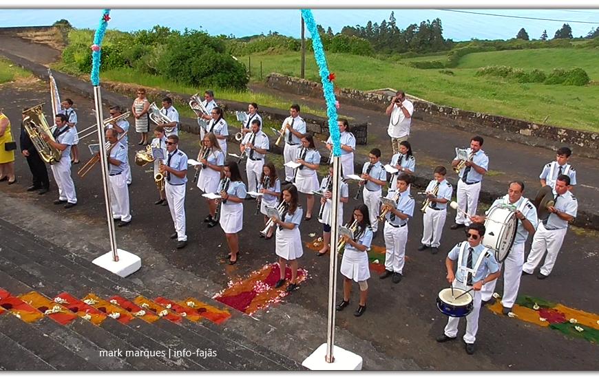 BANDA FILARMÓNICA SAÚDA SANTO ANTÓNIO – FESTA DE SANTO ANTÓNIO (Santo António / Norte Grande) – Ilha de São Jorge (c/ vídeo)
