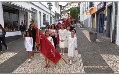 CORTEJO DE COROAÇÃO – IMPÉRIO DA QUINTA-FEIRA DA SANTÍSSIMA TRINDADE – Velas – Ilha de São Jorge (c/ vídeo)