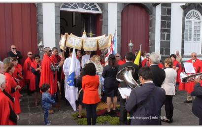 BANDA FILARMÓNICA UNIÃO URZELINENSE SAÚDA O SANTÍSSIMO – Urzelina – Ilha de São Jorge (c/ vídeo)
