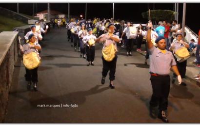 CHARANGA DA ASSOCIAÇÃO HUMANITÁRIA DOS BOMBEIROS V. VELAS DESFILA NAS FESTAS DE ROSAIS /2018 – Ilha de São Jorge (c/ vídeo)