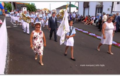 BANDA DE SANTO AMARO DESFILA NAS FESTAS DOS ROSAIS / 2018 – Ilha de São Jorge (c/ vídeo)