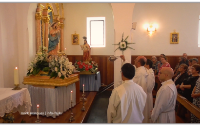 GRUPO CORAL ENTOA O HINO DE Nª SRª DO ROSÁRIO – FESTAS DE ROSAIS / 2018 – Ilha de São Jorge (c/ vídeo)