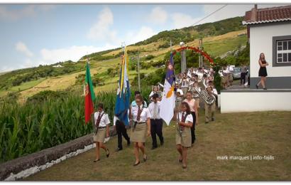 UNIÃO POPULAR DESFILA NA FESTA DE Nª SRª DO LIVRAMENTO – Lourais / Ribeira Seca – Ilha de São Jorge (c/ vídeo)