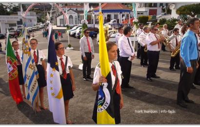 UNIÃO ROSALENSE CUMPRIMENTA IGREJA PAROQUIAL – FESTAS DE ROSAIS /2018 – Ilha de São Jorge (c/ vídeo)