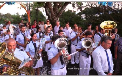 BANDA DE SANTO AMARO SAÚDA IMAGEM DE Nª SRª DA BOA HORA – Boa Hora / Santo Amaro – Ilha de São Jorge (c/ vídeo)