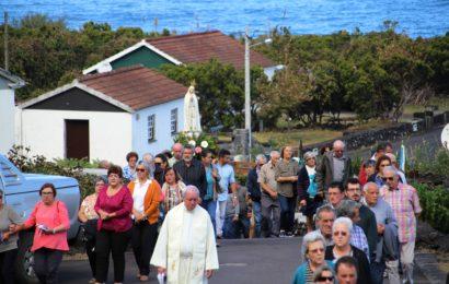 PROCISSÃO EM HONRA DE Nª SRª DE FÁTIMA – FAJÃ DA RIBEIRA D`AREIA – Ilha de São Jorge (c/ vídeo)