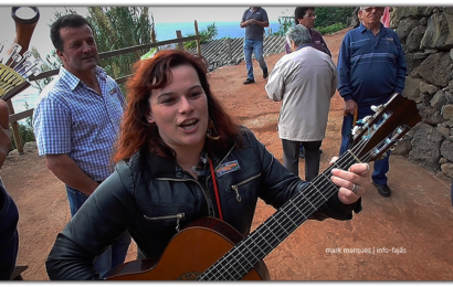 """""""CANTIGAS SOLTAS"""" – FESTA DE SÃO MARTINHO NA FAJÃ DA SARAMAGUEIRA – Santo Antão – Ilha de São Jorge (c/ vídeo)"""