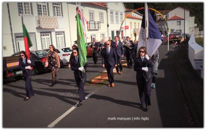 """BANDA FILARMÓNICA """"ESTÍMULO"""" DESFILA NA FESTA DE SANTA CATARINA – Vila da Calheta – Ilha de São Jorge (c/ vídeo)"""