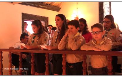 GRUPO DE ESCUTEIROS DA URZELINA ANIMAM MISSA DA SRª DA BOA MORTE – Urzelina – Ilha de São Jorge (c/ vídeo)