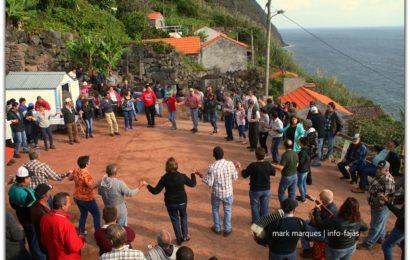 """""""CHAMARRITA"""" – FESTA DE SÃO MARTINHO NA FAJÃ DA SARAMAGUEIRA – Santo Antão – Ilha de São Jorge (c/ vídeo)"""
