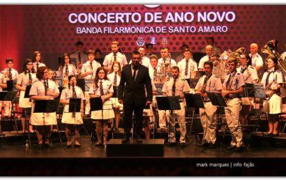 BANDA FILARMÓNICA DE SANTO AMARO EM CONCERTO DE ANO NOVO – (1ª de 3 reportagens) – Auditório Municipal de Velas (c/ vídeo)