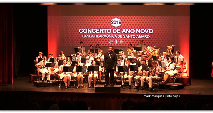 BANDA FILARMÓNICA DE SANTO AMARO EM CONCERTO DE ANO NOVO – (3ª de 3 reportagens) – Auditório Municipal de Velas (c/ vídeo)