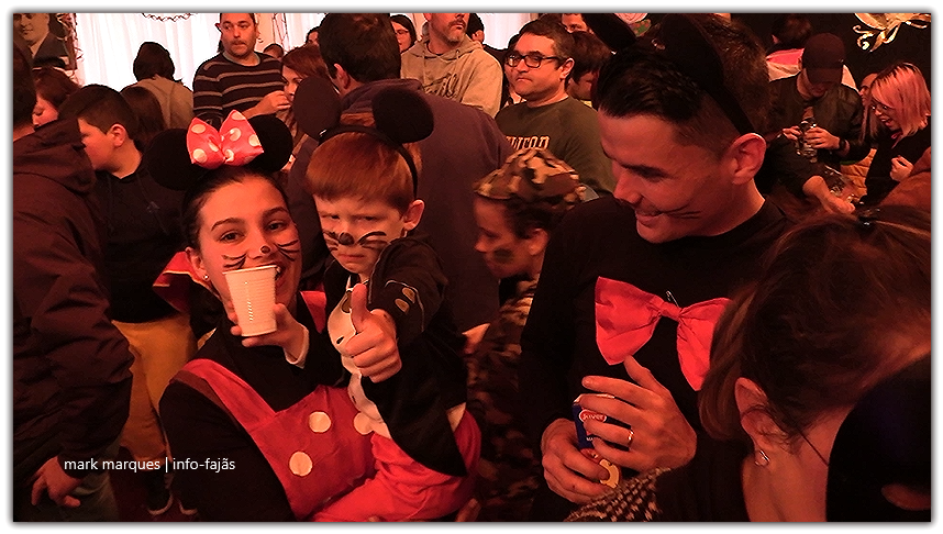 Filhos e pais participam na festa do Carnaval da Santa Casa da Misericórdia das Velas – Ilha de São Jorge (c/ vídeo)