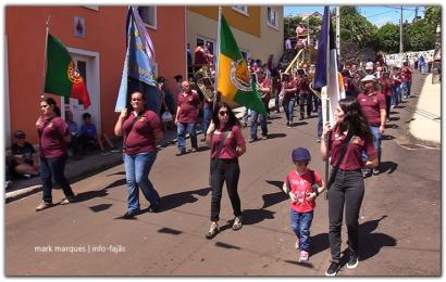 CLUBE UNIÃO DESFILA NO BODO DE LEITE DA VILA DO TOPO – Ilha de São Jorge (c/ vídeo)