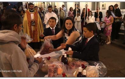CORTEJO DE COROAÇÃO E DISTRIBUIÇÃO DE ESMOLAS – Santo Antão – Ilha de São Jorge (c/ vídeo)